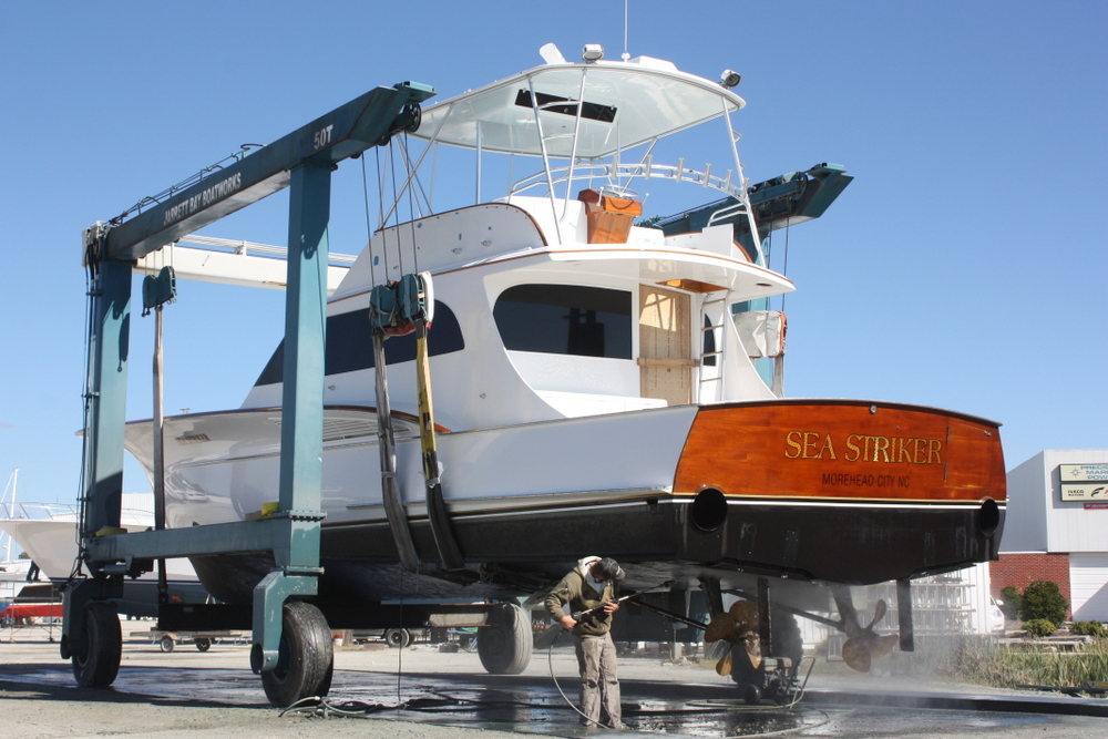 Winter Refit for 61' Jarrett Bay, Sea Striker