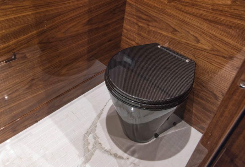 Carbon-Fiber-Toilet